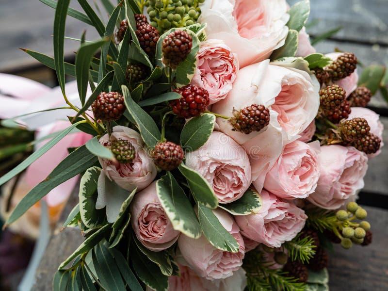 Um ramalhete de flores delicadas bonitas para um casamento fotografia de stock royalty free