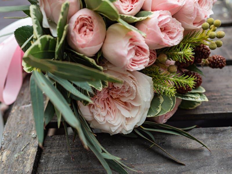 Um ramalhete de flores delicadas bonitas para um casamento fotos de stock royalty free