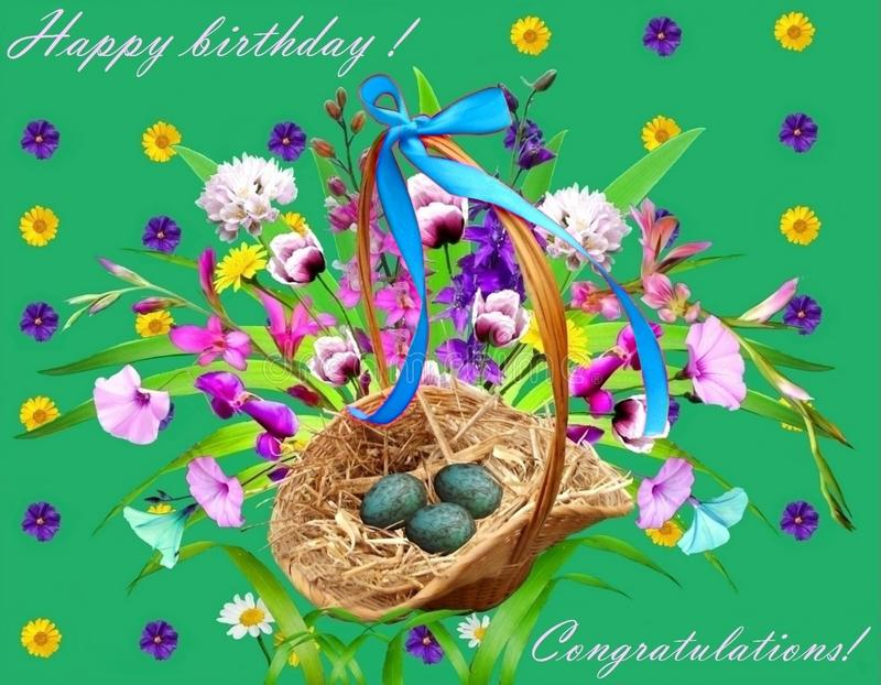 Um ramalhete de flores selvagens e uma cesta dos ovos imagens de stock royalty free