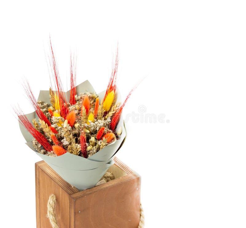 Um ramalhete de wildflowers secos, do espaço livre para a informação de anúncio ou anúncio do texto imagem de stock royalty free
