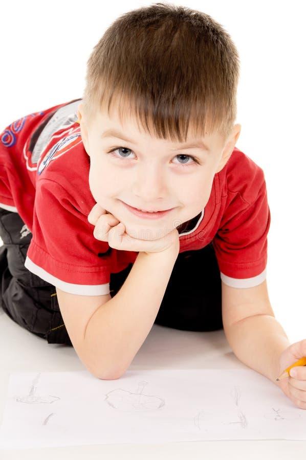 Um rapaz pequeno tira no papel imagem de stock royalty free