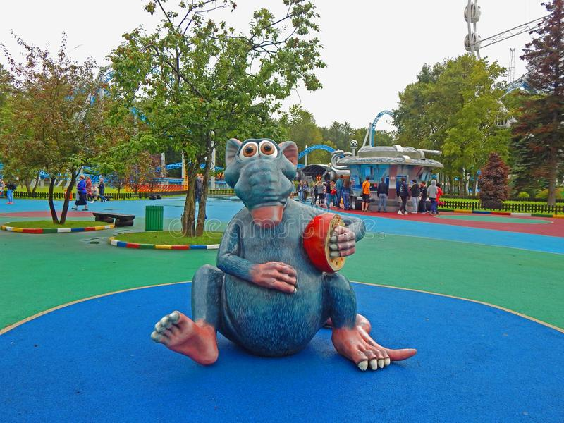 Um rato do brinquedo em um parque em St Petersburg, Rússia imagem de stock