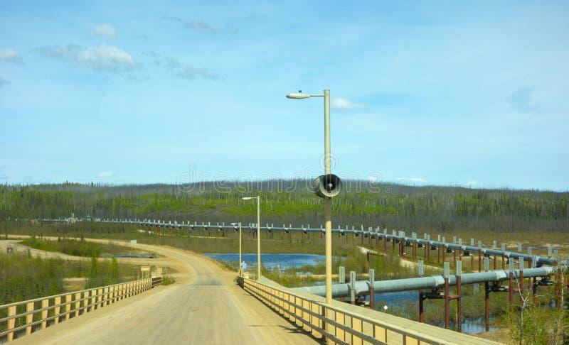 Um repto da engenharia no permafrost do Alasca fotografia de stock