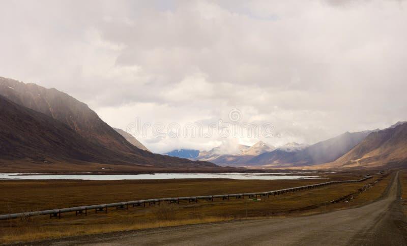 Um repto da engenharia no permafrost do Alasca imagens de stock royalty free