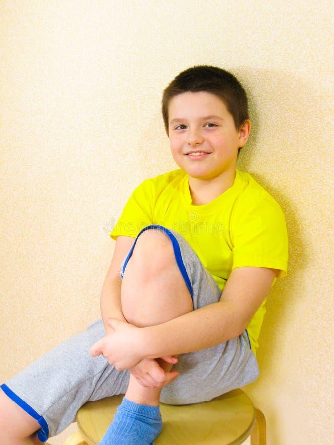 Um retrato de meu filho que ama tirar e levantar para uma foto imagem de stock royalty free