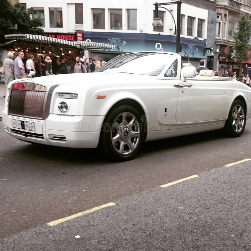 Um Rolls Royce Phantom em Londres Knightsbridge imagens de stock