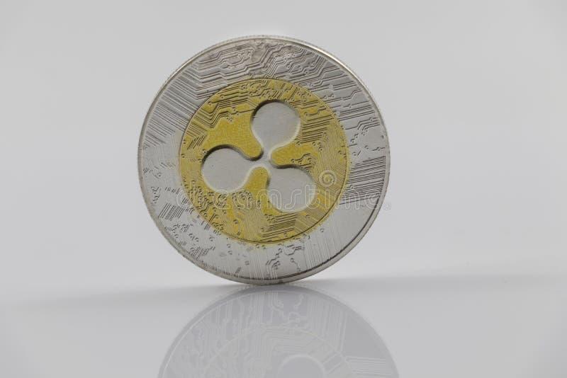 Um símbolo da ondinha XRP do ouro e da prata fotos de stock