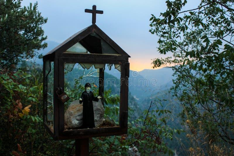 Um santuário da borda da estrada perto do vale de Qadisha em Líbano que ha imagem de stock
