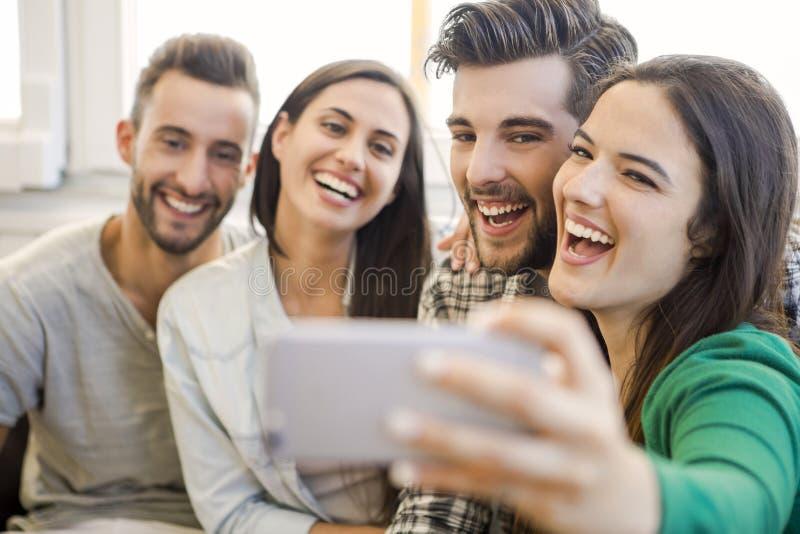 Um selfie com amigos foto de stock