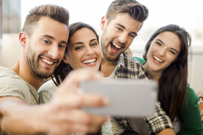 Um selfie com amigos fotografia de stock