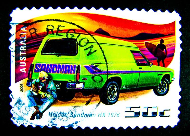 Um selo impresso em Austrália mostra uma imagem do sandman clássico verde HX 1976 de Holden do carro no valor no centavo 50 fotos de stock royalty free