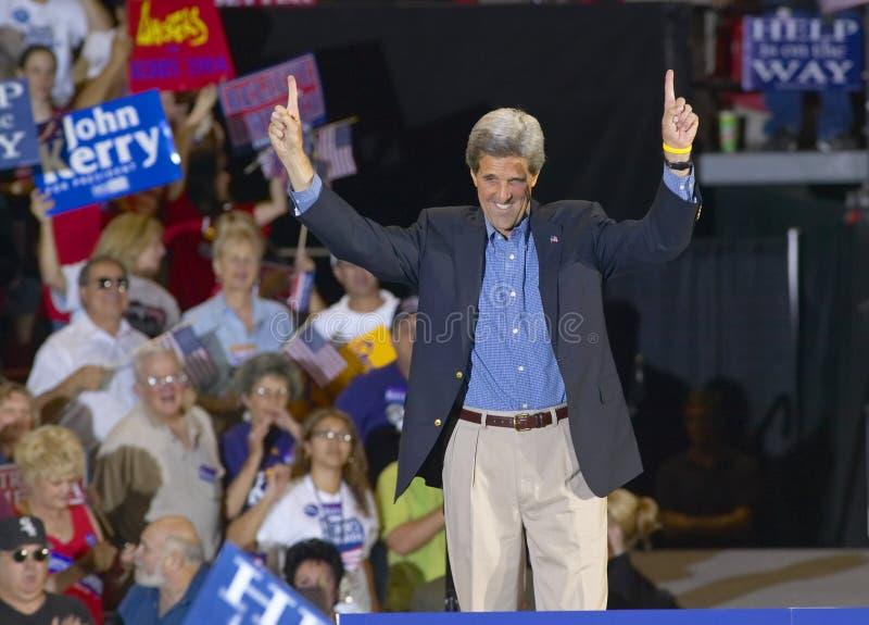 Um senador entusiástico John Kerry endereça a audiência em Thomas Mack Center em UNLV, Las Vegas, nanovolt foto de stock