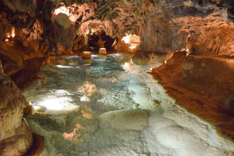 Um sentido do mistério que cerca as cavernas bonitas de Aracena imagem de stock royalty free