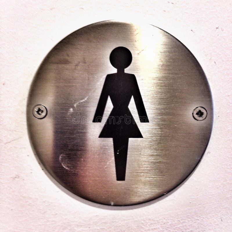 Um sinal da porta para um toalete das senhoras imagem de stock royalty free