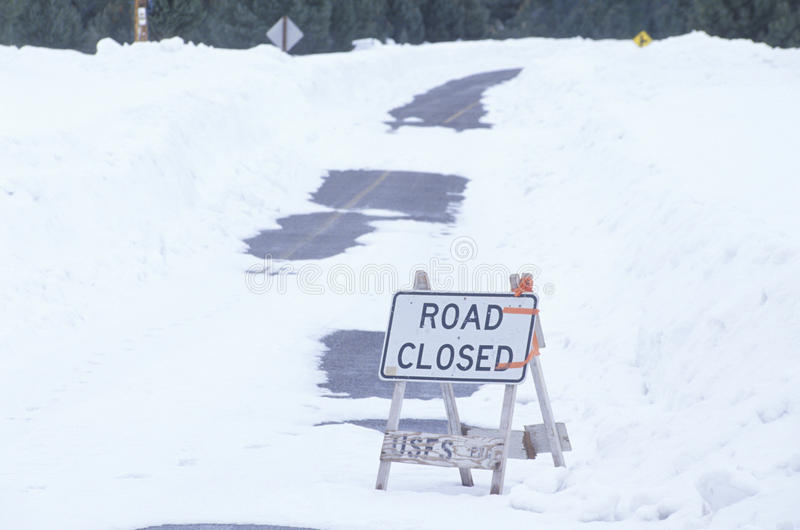 Um sinal fechado estrada fotografia de stock