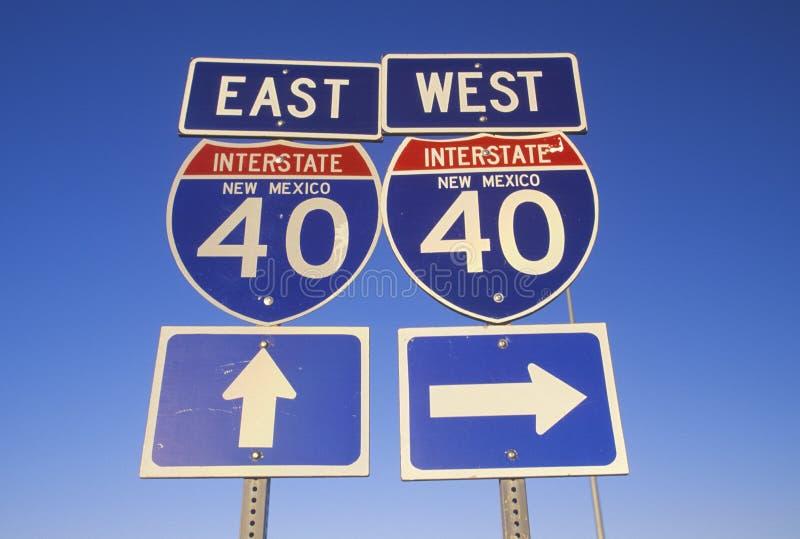 Um sinal para 40 de um estado a outro do leste e ocidentais em New mexico foto de stock royalty free