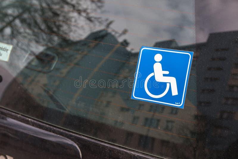 Um sinal para povos com inabilidades foto de stock
