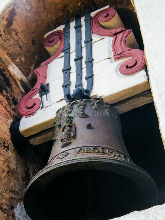 Um sino das pessoas de 300 anos em Ouro Preto fotos de stock