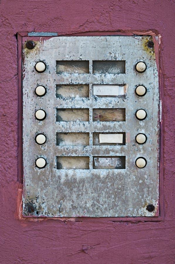 Um sino de porta velho com 10 botões fotos de stock