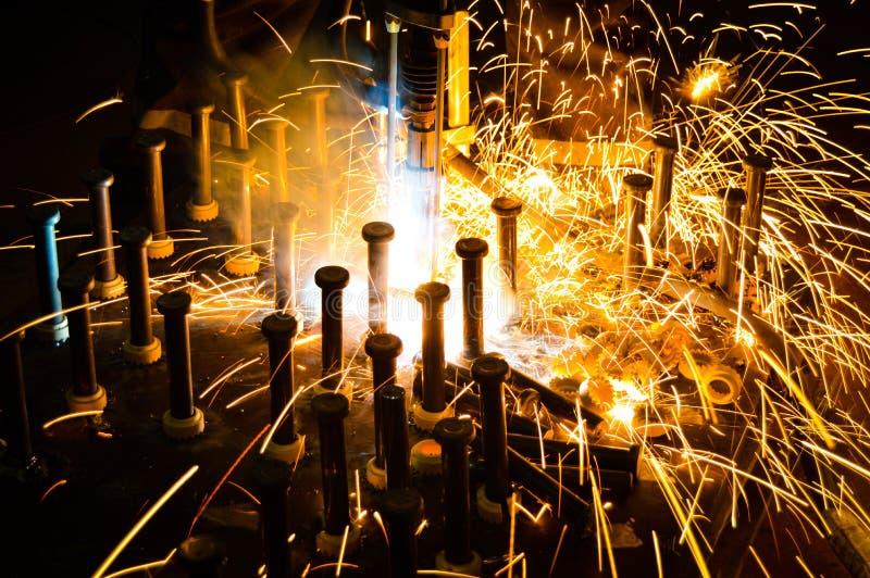 Um soldador industrial foto de stock