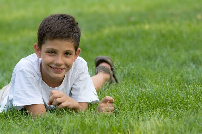 Um sorriso adolescente imagens de stock royalty free