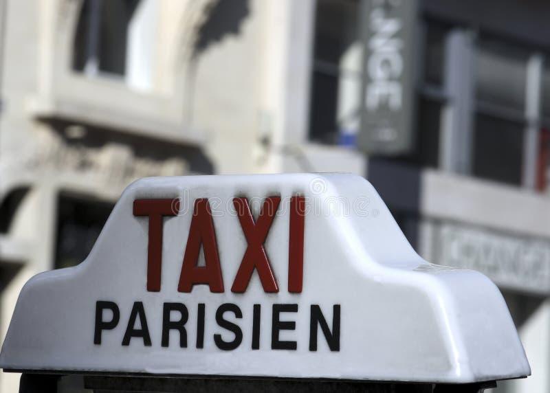 Um táxi de Parisien imagens de stock royalty free