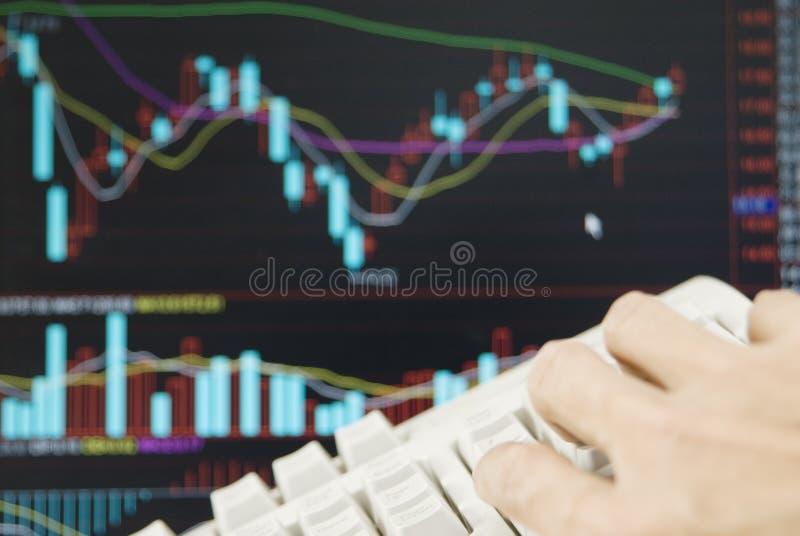 Um teclado do funcionamento da mão fotos de stock royalty free