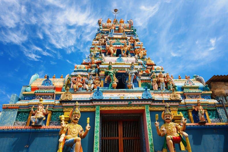 Um templo hindu tradicional na estrada 8000 de Galle, Colombo, Sri Lanka fotografia de stock