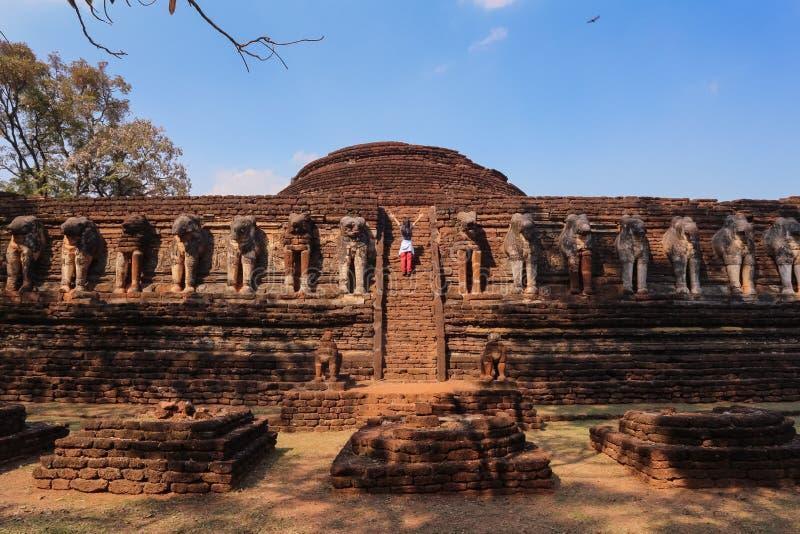 Um templo na província de Kamphaeng Phet nas ruínas do templo real, fotos de stock royalty free
