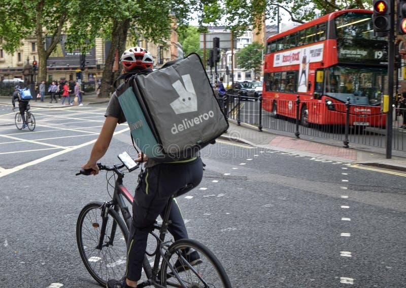Um trabalhador de Deliveroo imagem de stock