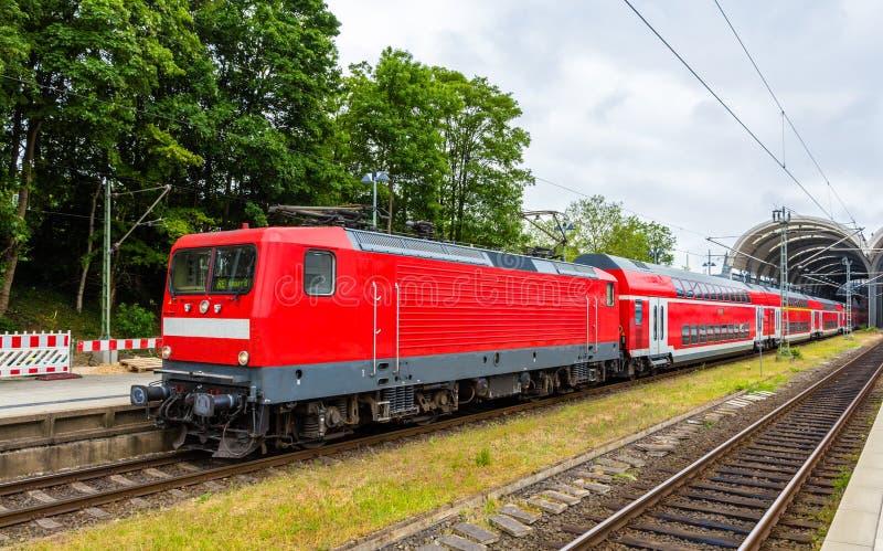 Um trem expresso regional em Kiel Central Station fotografia de stock