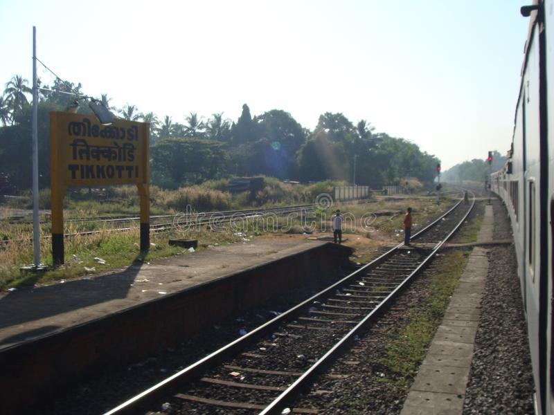 Um trem interurbano de corrida da estrada de ferro fotografia de stock