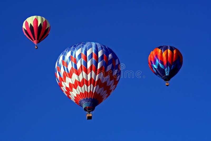 Um trio de balões de ar quente fotos de stock royalty free