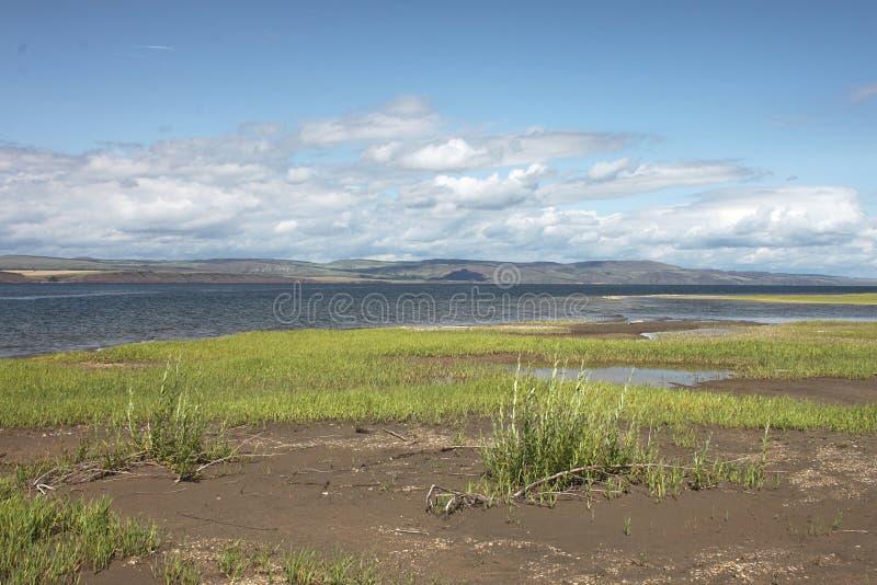 Um vale do Yenisei em um dia ensolarado não longe da vila de Novosyolovo de Krasnoyarsk Krai em Rússia fotos de stock