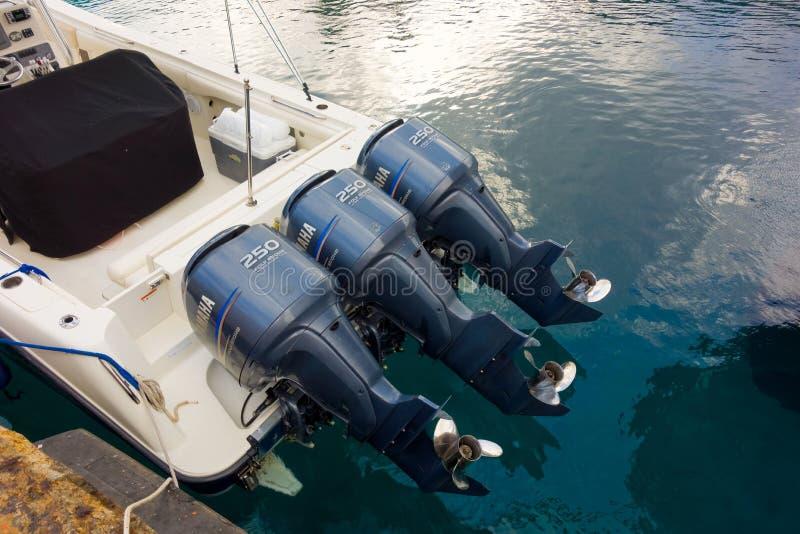 Um velocidade-barco com três motores fotos de stock royalty free