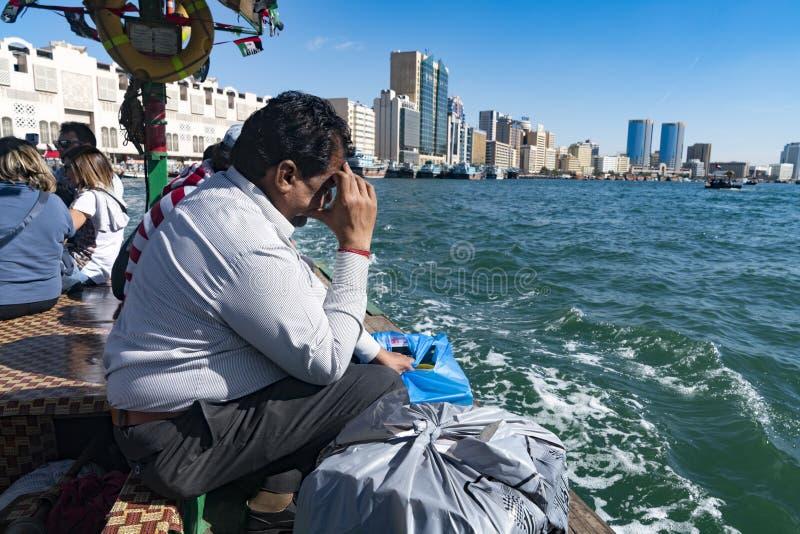 Um vendedor ambulante no Dubai Creek imagem de stock
