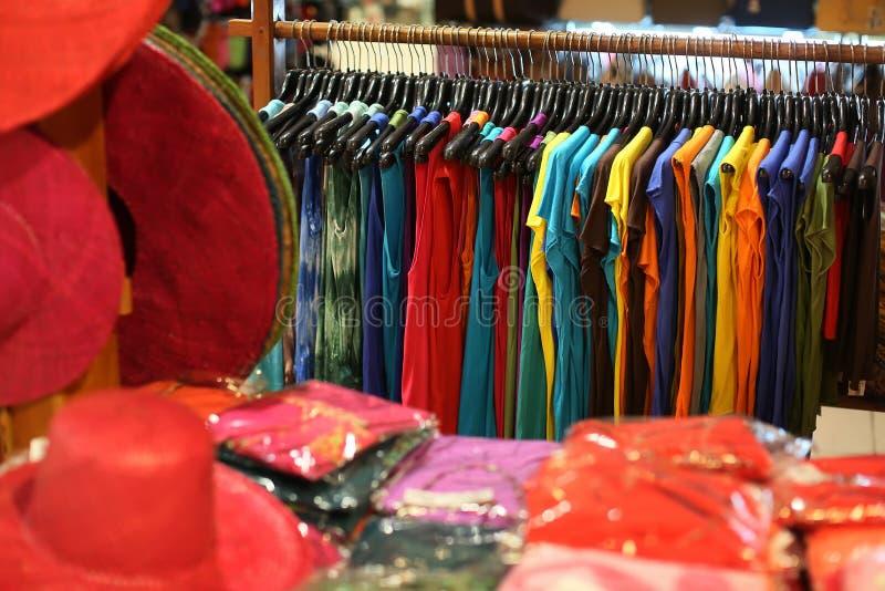 Um vestuário na loja imagem de stock royalty free