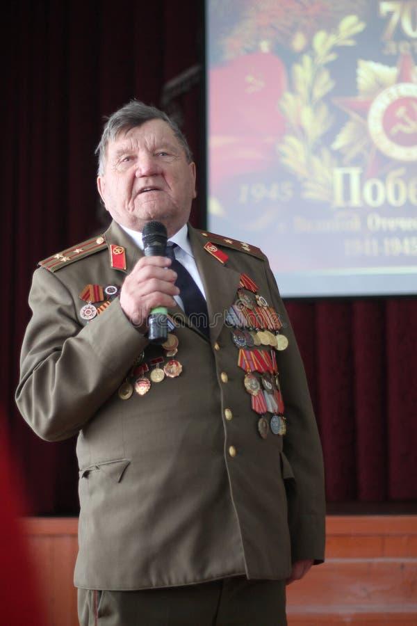 Um veterano do concerto em honra do dia da vitória pode sobre 9 fotografia de stock royalty free
