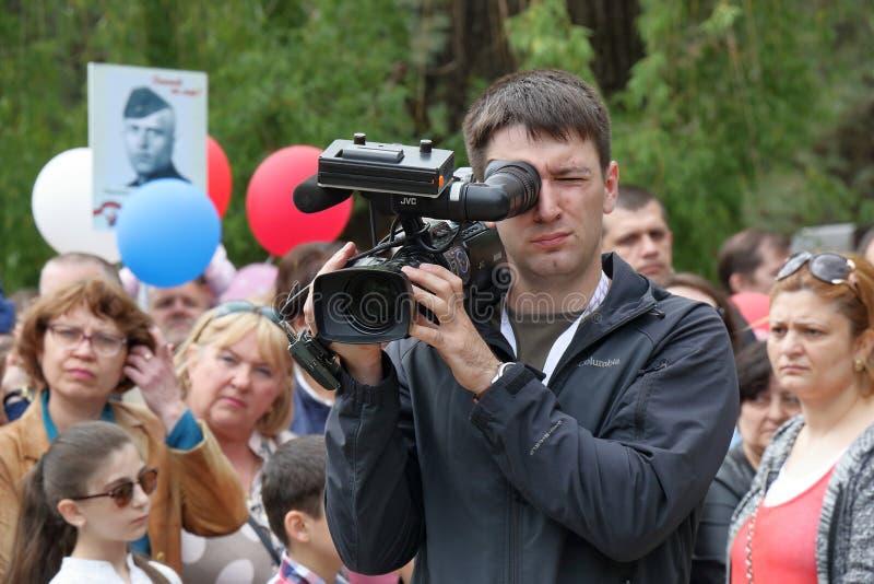 Um videographer no trabalho fotografia de stock