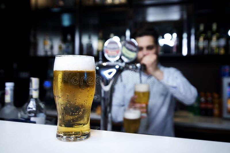 Um vidro da cerveja imagens de stock