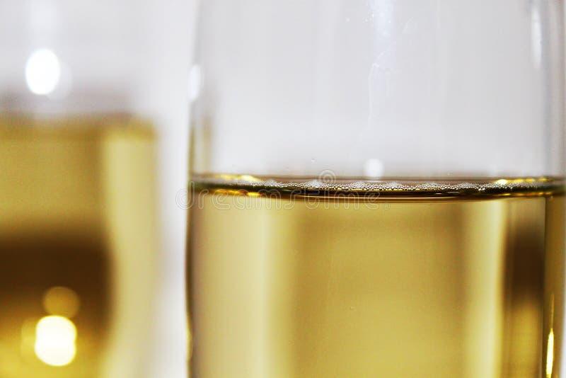 Um vidro do champanhe fotografia de stock