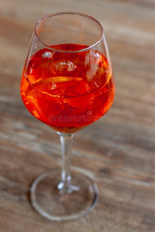 Um vidro do cocktail com gelo imagem de stock royalty free