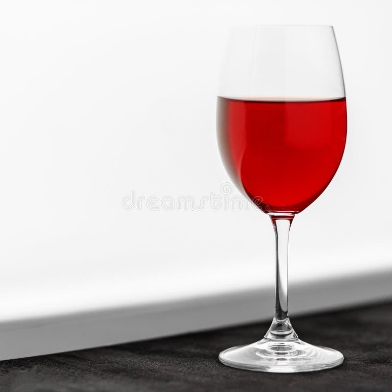 Um vidro do vinho francês vermelho Restaurante do conceito, álcool, partido fotografia de stock