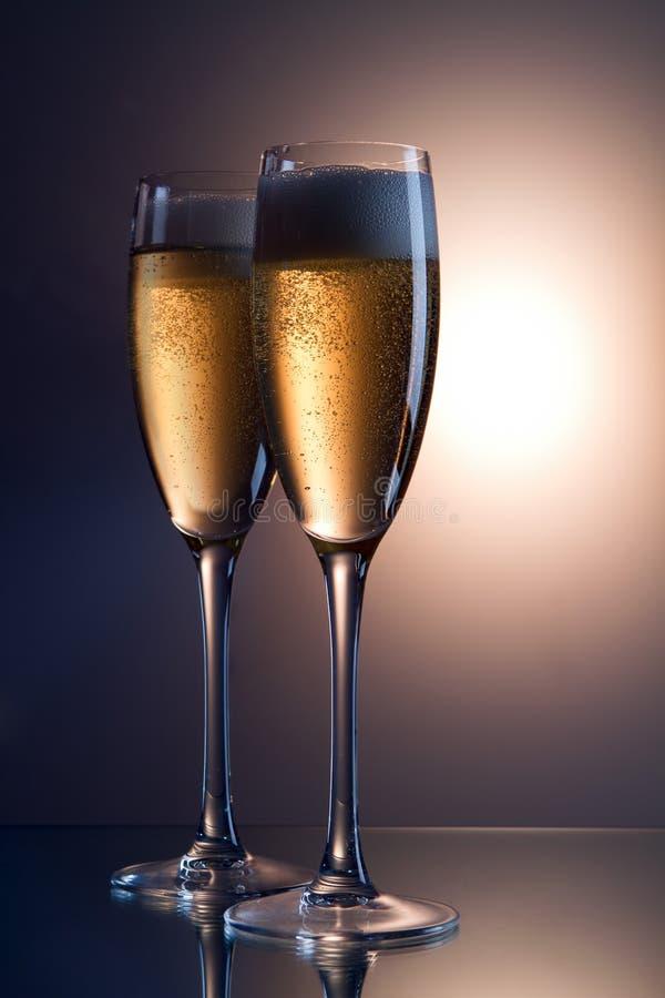 Um vidro do vinho sparkling imagem de stock royalty free