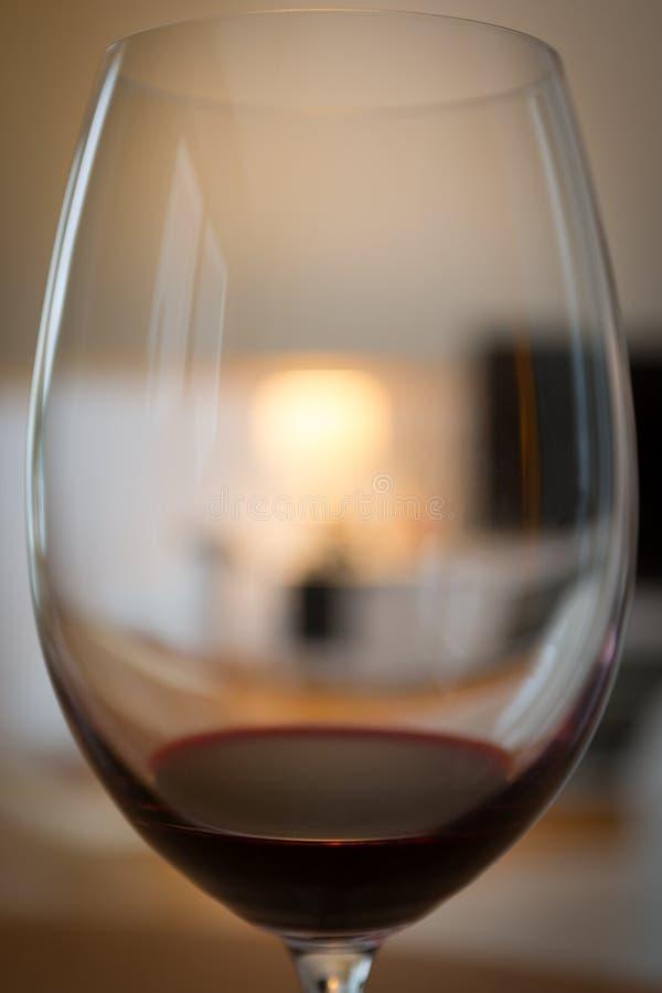 Um vidro do vinho vermelho imagem de stock