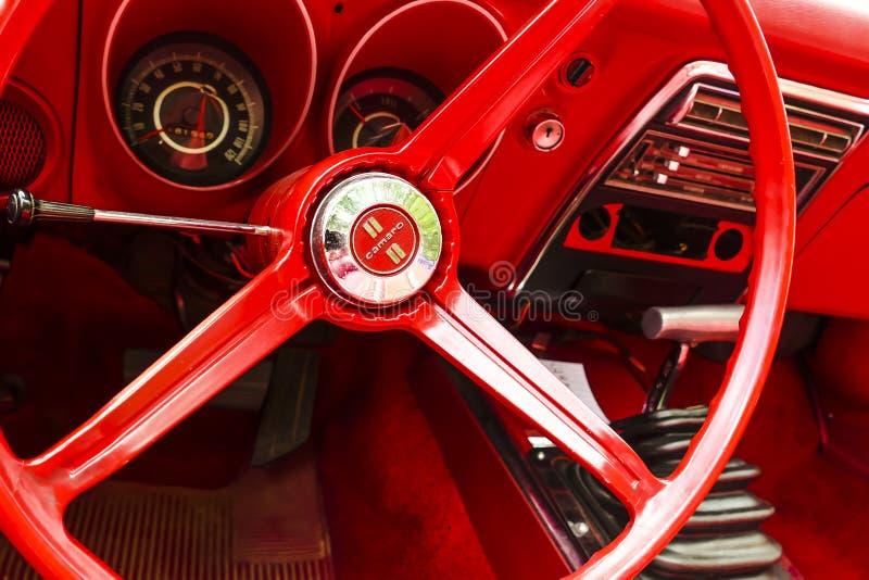 Um vintage restaurado Chevy Camaro fotos de stock royalty free