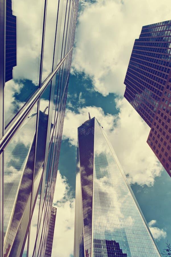 Um World Trade Center e arranha-céus circunvizinhos foto de stock royalty free