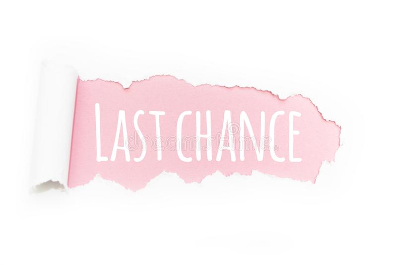 Uma última oportunidade do subtítulo 'na ruptura do papel em um fundo cor-de-rosa imagem de stock