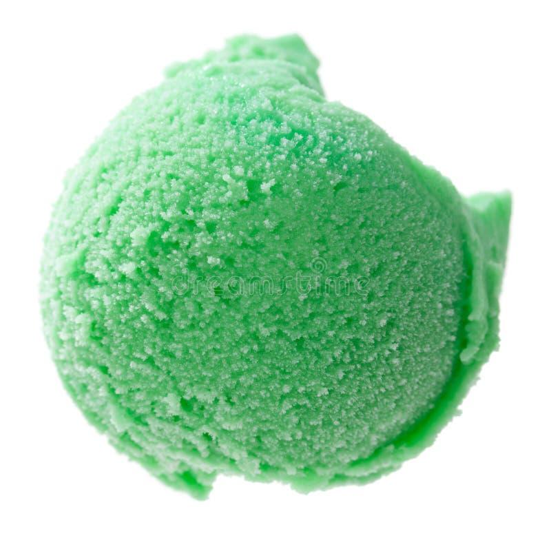 Uma única colher verde do gelado de cima do isolado no fundo branco fotos de stock royalty free