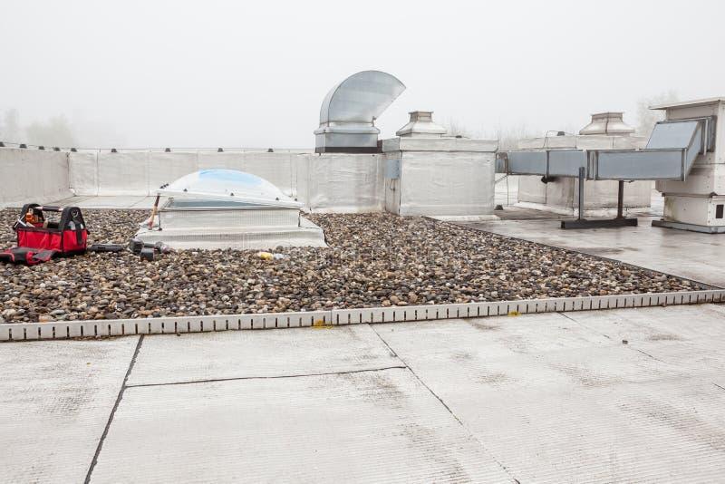 Uma abóbada no telhado na névoa imagens de stock royalty free
